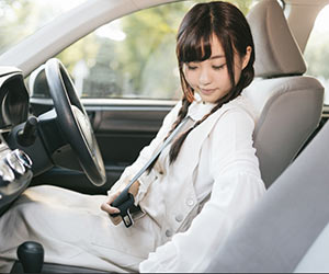 シートベルト-故障-原因-ベルトが戻らない-バックル-ロック-外れない-子供-チャイルドシート-何歳まで使う-装着画像