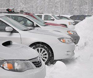 エンジンがかからない原因-ブレーキ硬い-バッテリーマーク-点灯-冬-寒い日-キュルキュルなる-車-かかりにくい-対処法-雪画像