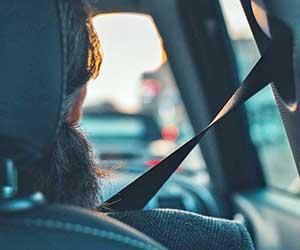シートベルト-故障-原因-ベルトが戻らない-バックル-ロック-外れない-子供-チャイルドシート-何歳まで使う-運転-画像