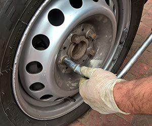 車-タイヤ-空気圧-交換時期-スタッドレスタイヤ-寿命-サイズ-画像