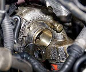 ターボ車-エンジンオイル-粘度-交換時期-目安-軽自動車-寿命-注意点-エンジン-画像