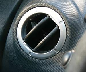 車-エアコン-効かない-原因-冷房-冷えない-暖房-温まらない-A-C-意味-使い方-換気口-画像
