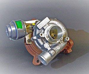 ターボ車-エンジンオイル-粘度-交換時期-目安-軽自動車-寿命-注意点-ターボチャージャー画像
