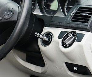 車-鍵が開かない-回らない-抜けない-原因-スマートキー-電池切れ-バッテリー-画像
