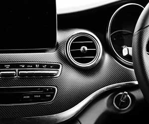 車-サイドミラー-動かない-開かない-原因-片方だけ-故障-ガタガタ-モーター-異音-止まらない-車内-画像