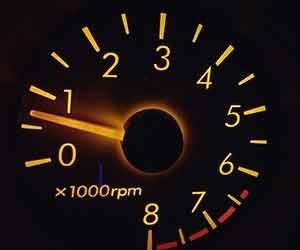 車-タコメーター-動かない-原因-表示-見方-故障-症状-エンジン回転数-画像