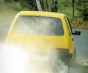 車が加速しない-鈍い-原因-アクセルを踏んでもスピードが出ない-ガタガタ-ガクガク-振動-異音-症状-画像