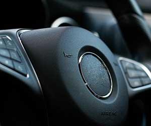車-クラクション-鳴り続ける-鳴らない-原因-ホーン-音-止まらない-セキュリティ-止め方-ボタン-画像