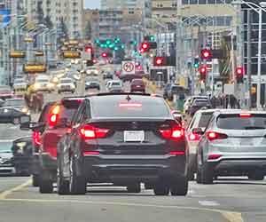 アイドリングストップしない-原因-バッテリー-エアコン-キャンセル-方法-渋滞画像