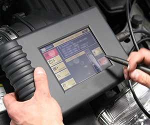 車-エンジン警告灯-点灯-点滅-原因-黄色-エンジンマーク-消えた-故障診断-画像