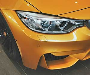 車-バンパー-外れた-割れ-修理-フロントバンパー-リアバンパー-外れそう-放置-ライト付近画像