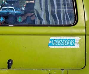 車-シール-剥がし方-ガラス-ボディ-シール跡-取り方-古いステッカー-画像