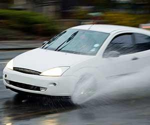 車-ABS-ランプ-点灯-原因-音-振動-警告灯-消えない-雨天走行-画像