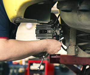 車-ABS-ランプ-点灯-原因-音-振動-警告灯-消えない-整備-画像