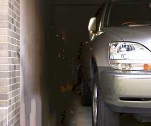 車-カバー-塗装-傷つけない-裏起毛タイプ-おすすめ-駐車場-画像