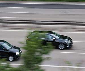 ロードノイズ対策-効果的-低減-プレート-マット-走行中-画像