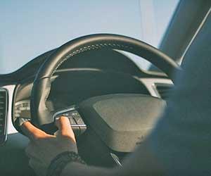 オートマ-ギアチェンジしない-タイミング-違和感-ATミッション-滑る-原因-運転-画像