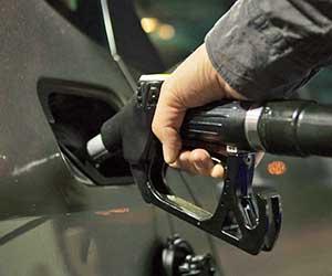 車-給油口-開かない-閉まらない-原因-修理費用-目安-ガソリンスタンド-画像
