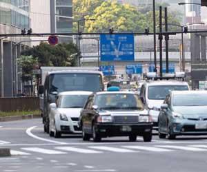 車-ニュートラル-N-使い方-信号待ち-燃費-坂道-ブレーキ-画像