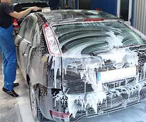 黒-車-手入れ方法-傷-原因-コーティング-洗車-画像