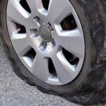 車のタイヤのパンクの見分け方!原因や修理代金の目安を紹介!
