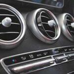 車のエアコンの臭いを取る方法!酸っぱい臭いの原因とは?