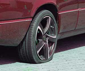タイヤ-パンクしてない-エアが抜ける-バルブコア-交換-画像
