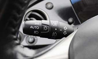 車-オートライト-消えない-バッテリー上がり-スイッチ-画像
