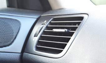 車内-花粉-対策-エアコンフィルター-交換-吹き出し口-画像