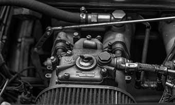 イグニッションコイル-交換費用-純正品-社外品-値段-寿命-違い-エンジンルーム-画像