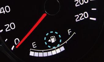 車-給油口-左右の違い-見分け方-左が多い-理由-マーク-画像